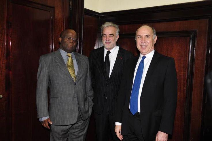 Joaquim Barbosa @joaquimboficial  ·  25 de out B Aires, 21/10/14, com R Lorenzetti, presidente Suprema Corte argentina, e L M Ocampo, ex PG Trib Pen Internacional.