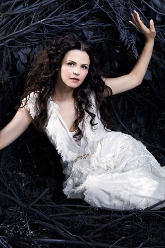 Ok... Movie directors who want to make Snow White movies~ THIS is what Snow White should look like... Not the no expression chic