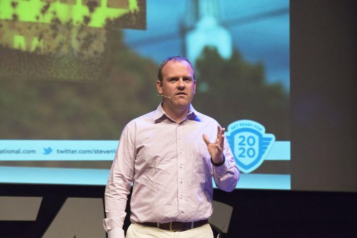 Steven Van Belleghem op de AFAS BBQ 2014.  Hij is auteur van 'De Conversation Manager' (winnaar van de PIM literatuurprijs in 2010 en meer dan 30.000 verkochte exemplaren), 'De Conversation Company' en 'When digital becomes human'.