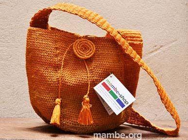 Mochila hecha en fibra de palma de moriche por artesanas Amorúa. ( Vichada- Colombia) #Artesanias Cómpralo en Mambe.org!