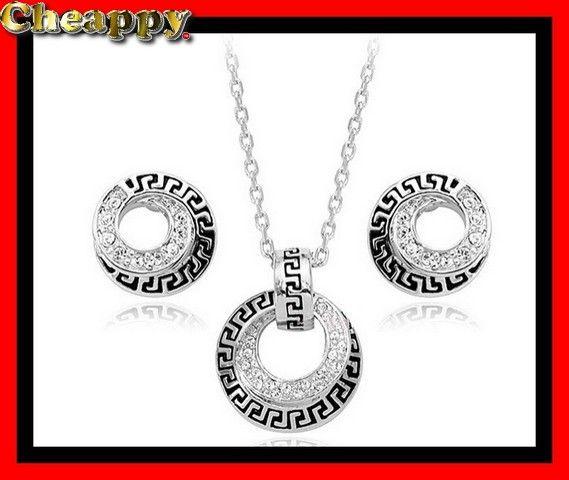 Mooie Swarovski kristallen Ketting en Swarovski oorbellen zilverkleurig - Cheappy