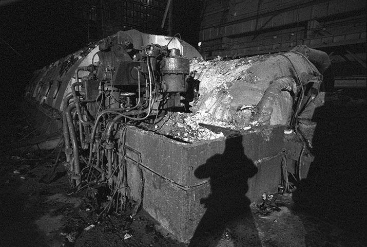 June 1992: Kostin revisits the machine room under the sarcophagus of reactor 4.  Photograph: Igor Kostin/Corbis