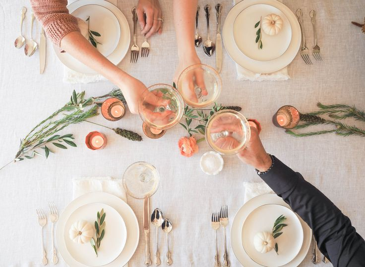 Cheers! Loving this simple and elegant Thanksgiving set up