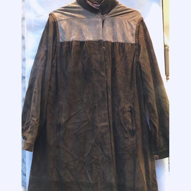 Woman's coat/ vintage selection