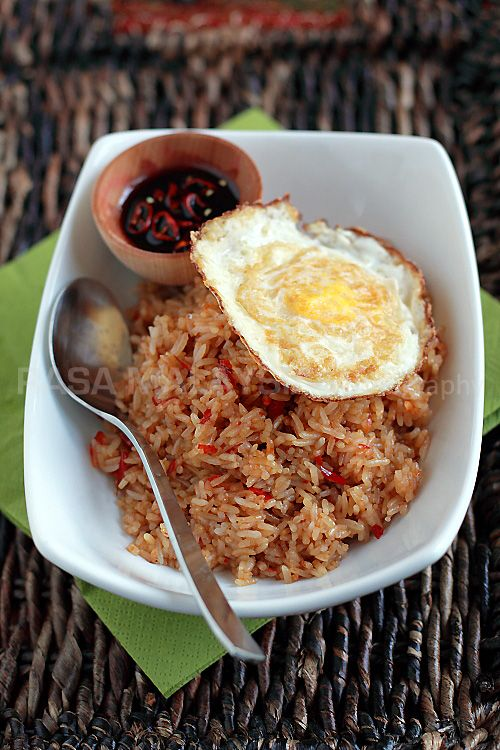 Nasi Goreng (Indonesian Fried Rice) recipe - While nasi goreng is available in Indonesia, Malaysia and Singapore, the Indonesian version is my favorite. Topped with a fried egg (a distinctive note of Indonesian's version), nasi goreng is a meal that is both hearty and gratifying. #malaysian #rice