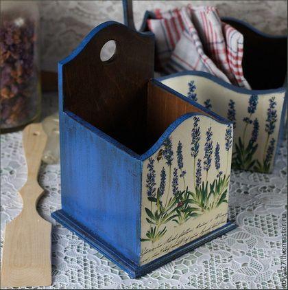 Купить или заказать Короб для кухни  ' Синий' в интернет-магазине на Ярмарке Мастеров. Коробок интересной формы из массива дерева в технике декупаж, это дополнение к набору в красивом сложном синем цвете. Украшен объемным декорированием - на обратной стороне большая объемная бабочка, на передней стороне ботаника - цветы лаванды. Красиво смотрится сочетание теплого светлого, великолепного синего-синего и оттенка черного горького шоколада.