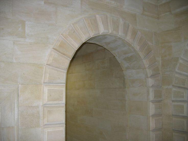 Внутренняя рустовая арка