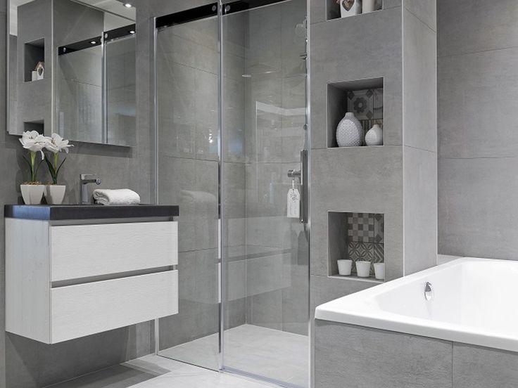 Badkamer | Jan van Sundert | Etten-Leur | Trendy | Betonlook | Grijs | Ligbad | Badmeubel | White Wash | Wastafel | Zwart | Luxe spiegel | LED | Vintage | Tegels | Nis | Meer inspiratie opdoen ? Bezoek www.janvansundert.nl