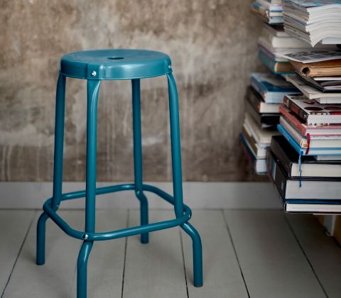 A close-up of a blue bar stool in powder coated steel. Raksog ikea