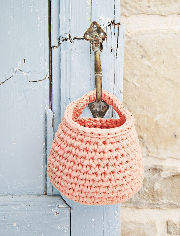 Organize Your Life with these Pretty Crochet Baskets