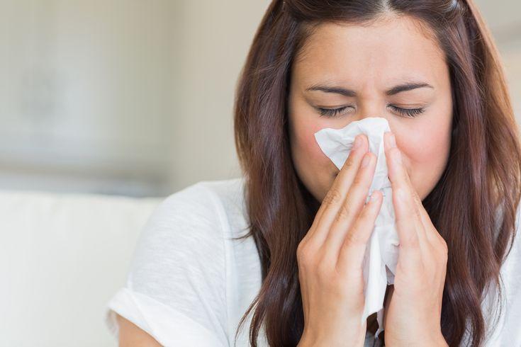 Symptômes d'une allergie ou d'une sinusite: toux chronique et écoulements nasals.