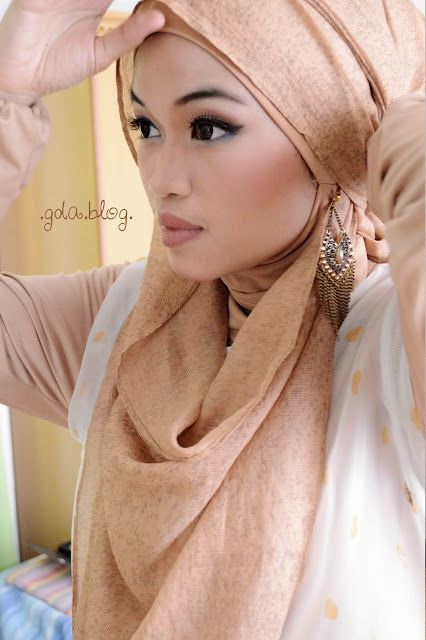 beautiful gold hijab style