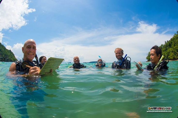 Richard, Pablo and Polly evaluate a group of 4 on their confined water dive teaching presentations...