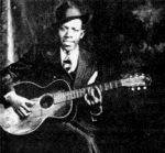 Robert Johnson est la référence absolue du country blues. Il est au blues ce que Rimbaud est à la poésie. Né en 1914, Robert Johnson meurt à l'age de vingt-quatre ans. La brièveté de sa vie a développé bien des mystères et des légendes, comme celle de son fameux pacte avec le diable, à la croisé de deux chemin (Crossroad). Robert Johnson est avant tout le plus grand parolier du blues. Ses textes d'une immense beauté traduisait un douloureux mal de vivre, une angoissante solitude ....