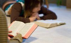 Como estudar a Bíblia e entendê-la mais facilmente - Vivendo Gospel