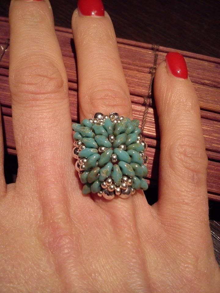 """ Grace"" - superduo flower ring ~ Seed Bead Tutorials"