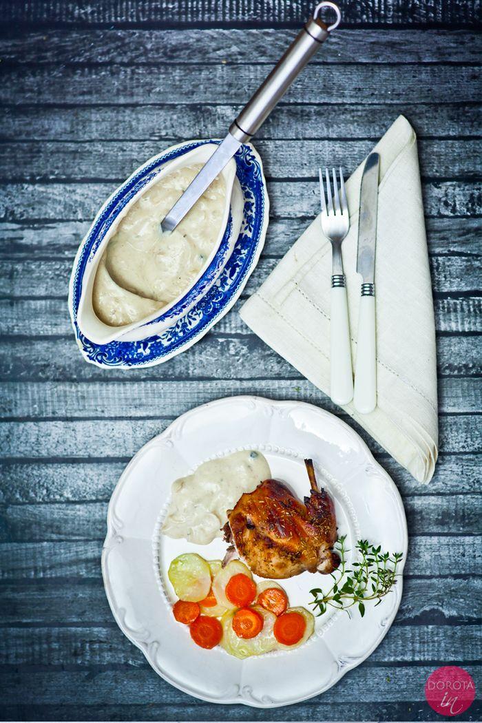 Królik w śmietanie - pieczony królik podany z sosem śmietanowym. Obiad świąteczny lub danie na rodzinną uroczystość.  http://dorota.in/krolik-w-smietanie/  #food #kuchnia #przepis #obiad
