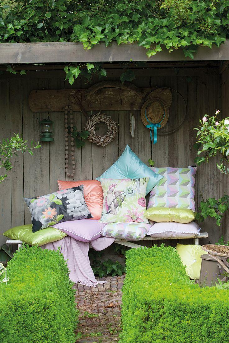 Sierkussens; o.a. Tropical Pastel. Milaan Pastel, Tweet Pastel, Stan Coral, Floer Pastel.