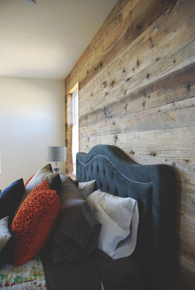 barn wood wall // DIY // home decor goodness