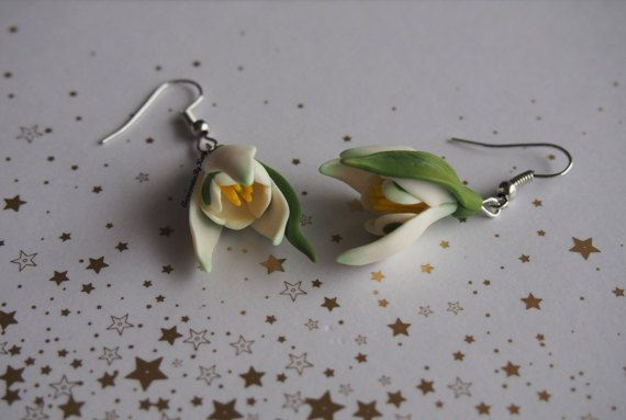 Snowdrop earrings. Polymer clay floral by AccessoriesByKaty