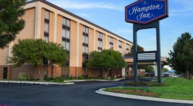 Hampton Inn Chicago-O'Hare International Airport Schiller Park Just 1 mile from O'Hare International Airport, this hotel offers free 24-hour airport shuttle services, complimentary daily breakfast and free WiFi.