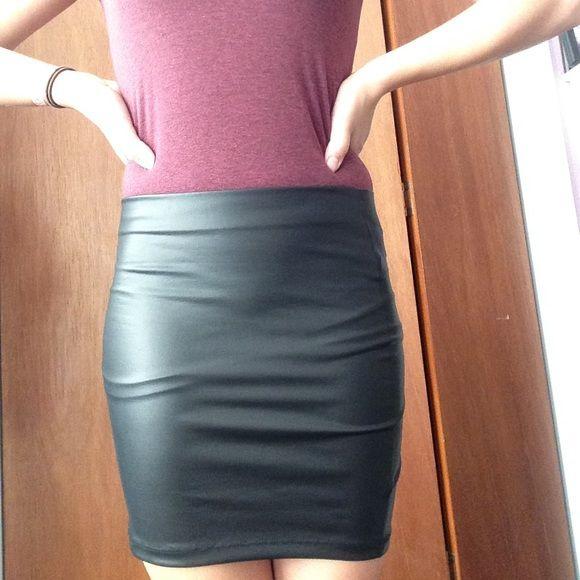 Short Pencil Skirt Mini black pencil skirt from forever 21 never worn. Forever 21 Skirts Pencil