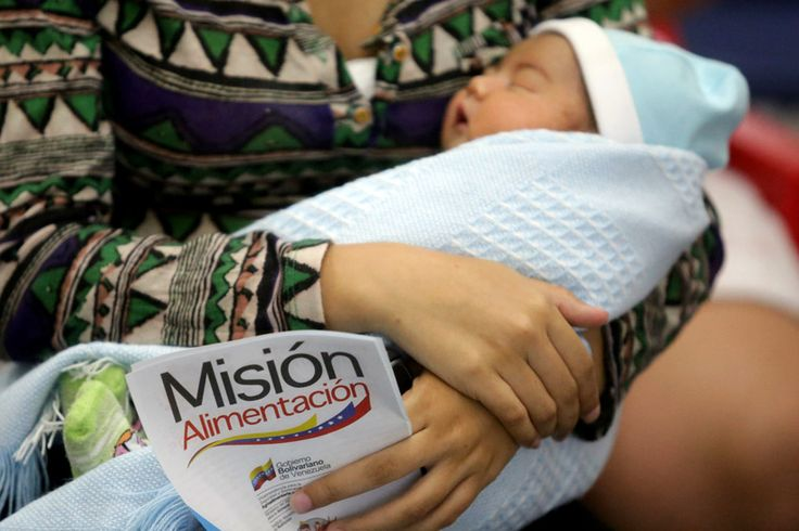 VENEZUELA: Women participate in an event promoting breastfeeding to mark World Breastfeeding Week at the J.M. de Los Rios Childrens Hospital, Caracas, Aug. 4, 2015. Photo:Xinhua