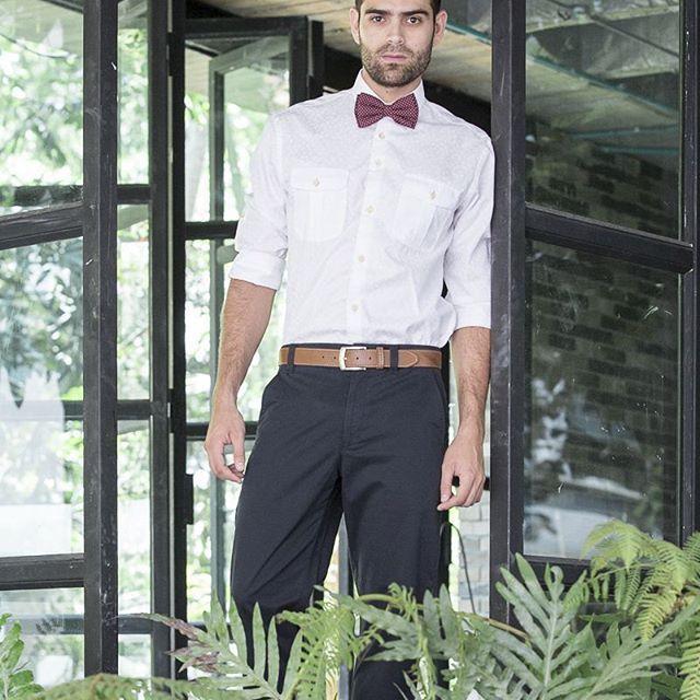 El corbatin, un complemento que puedes llevar en cualquier momento del dia. #mens #casual #casualwear #mensfashion #travelmen