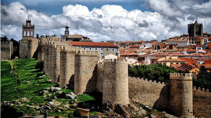 Viajes en España: Ávila: qué ver, qué hacer y dónde comer para disfrutar al máximo de la ciudad Viajes. Esta ciudad castellanoleonesa es el entorno ideal para disfrutar de una amplia oferta turística que comprende, entre otros, gastronomía, monumentos e historia