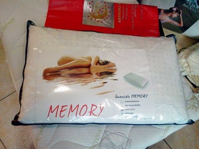 SOGNI DORATI a Salerno.  Guanciale in memory foam automodellante alta traspirabilità, anallergico, antiacaro, indeformabile.  Adesso a € 9,00 su www.etichettasud.it