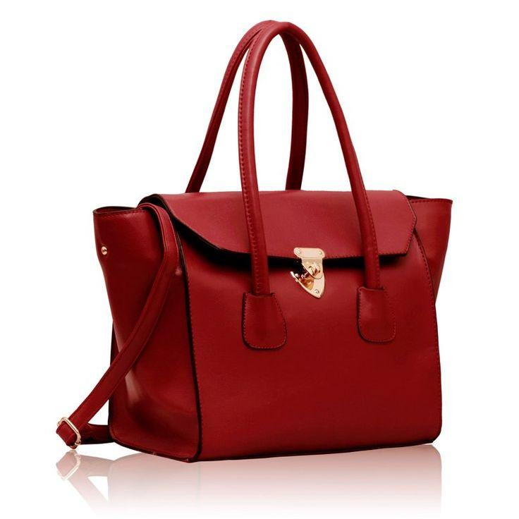 Dámska kabelka vyrobená z príjemnej eko kože, vhodná na nosenie cez rameno okrášlená lesklým otočným zámkom.Červená Eko koža v:29 xš:32 xh:15 Jednoduchý design Vnútorné vrecká
