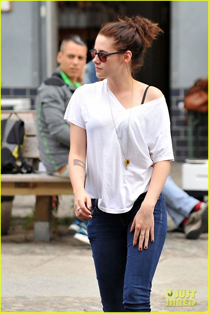 kristen stewart talks playing personal assistant in sils maria 18 Kristen Stewart shows off her possible new temporary tattoo on her forearm while taking the day off from filming Sils Maria on Wednesday (August 28) in Berlin, Germany…