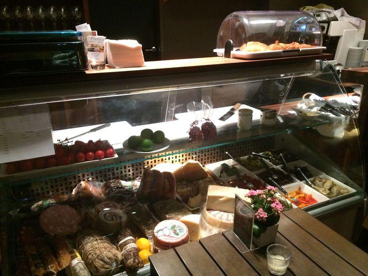 Italienische #prodotti in der #enoteca amici miei in #wien   #foodtable.at