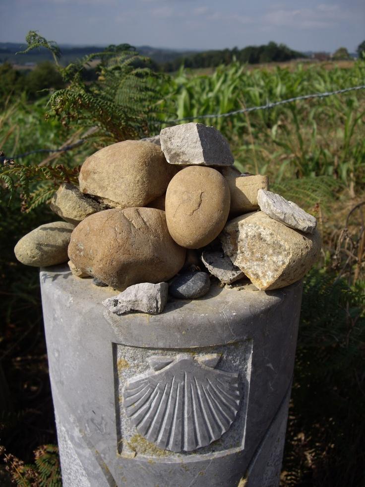 (Jodendom) Stenen achterlaten.