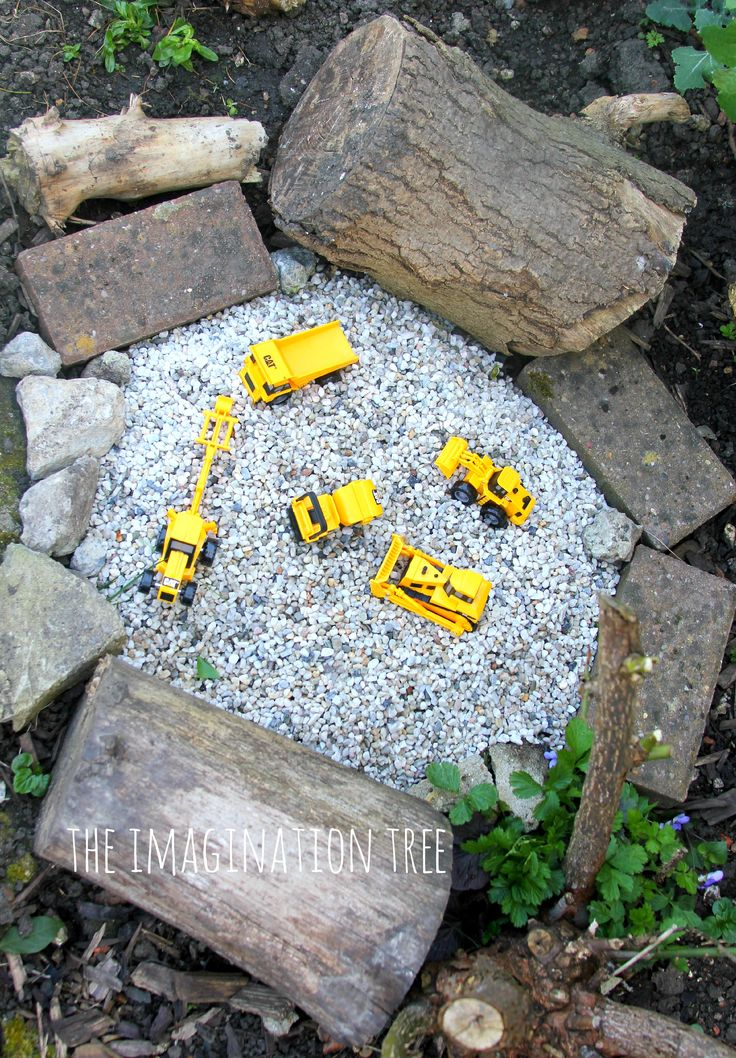 Make a construction site gravel pit for a great outdoor imaginative play area for kids to enjoy! This little play space is sure to inspire creativity and storytelling and can be used in conjunction with favourite construction themed picture books too.