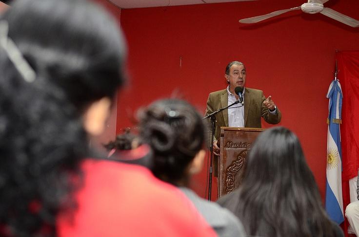 Rodolfo Urtubey participó en General Guemes de la entrega de certificados de los talleres que se realizó a través de la Fundación Progreso y Desarrollo por la Escuela de Administración Pública de la Provincia