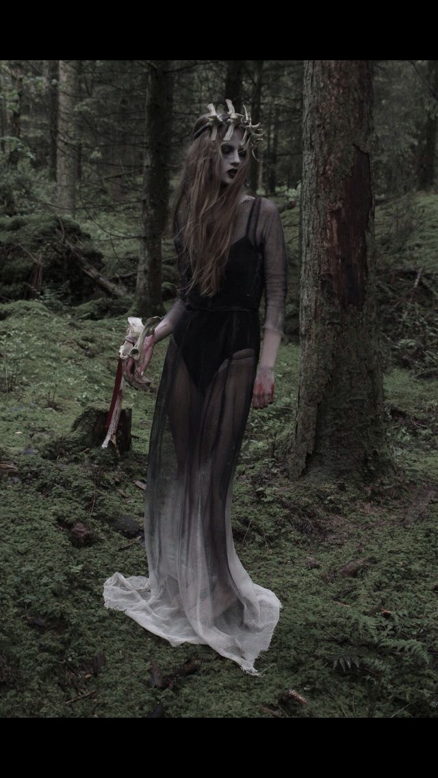 Grimm dark fairy tale photography. Skulls. Light. Evil. Magic. Costume. Fashion. Woodland