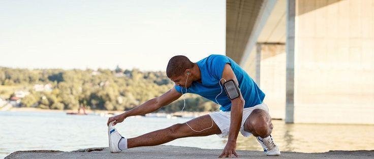 """O aquecimento é um dos pontos primordiais do treinamento. De acordo com o professor da Companhia Athletica Curitiba, Daniel Iatski da Silveira, muitas pessoas deixam de realizar a prática, pois acham que é """"perda de tempo"""". """"O aquecimento é muito importante para fazer um exercício seguro e..."""