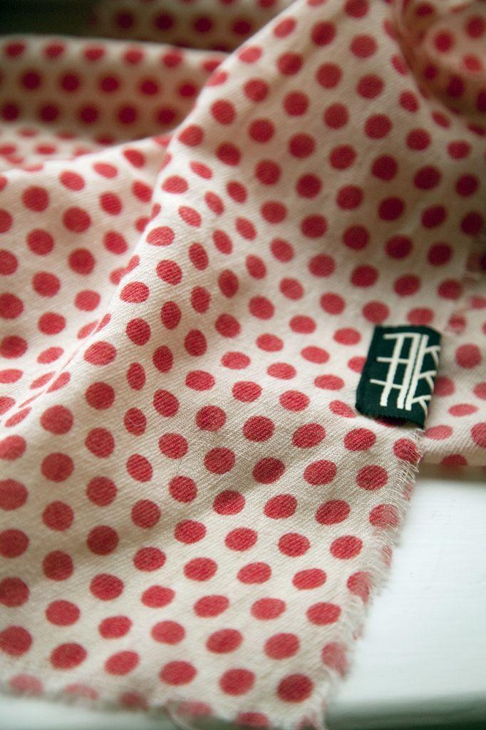 TIKAU Dots shawl 100 x 100 cm 100 % wool