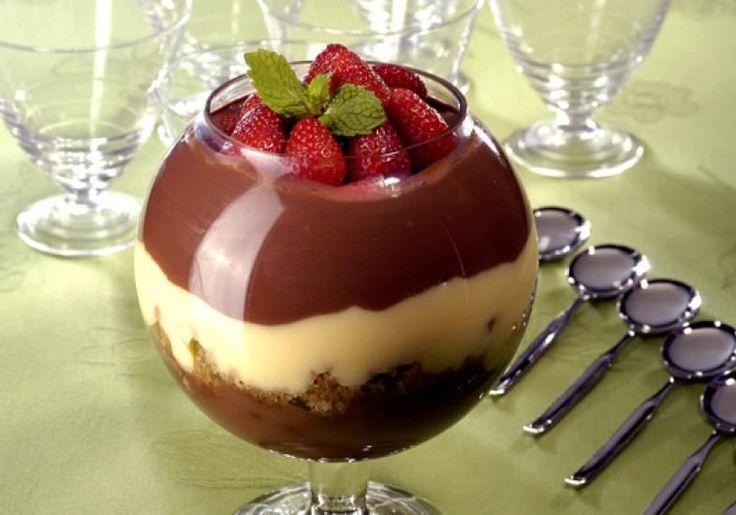 Pavê de Café com chocolate! Uma excelente dica para aquela sobremesa de domingo! INGREDIENTES: 3 xícaras (chá) de leite 2 colheres (sopa) de amido de milho