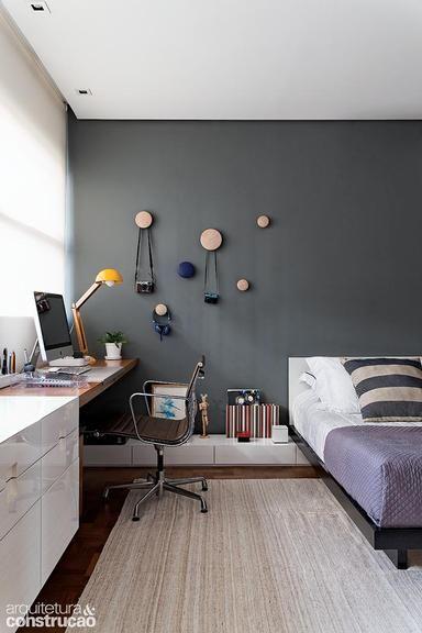 Revista Arquitetura e Construção - Portas deslizantes deixam este apartamento aberto quando convém
