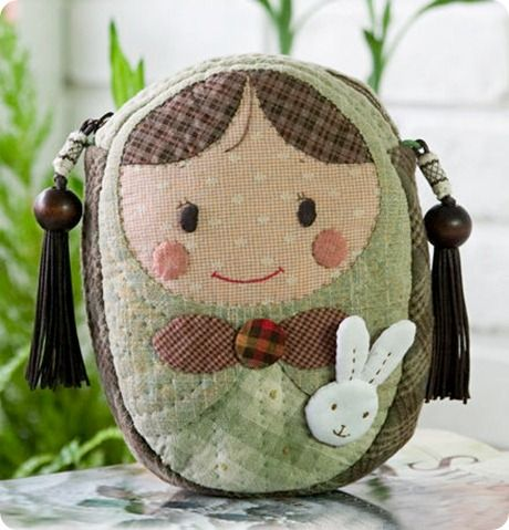 cute!  I had to download B1 free archiver to view download of pattern.  Free pattern and tutorial