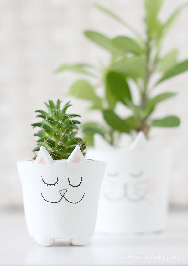 Eine DIY-Anleitung für einen Katzen-Blumentopf aus selbsthärtender Modeliermasse
