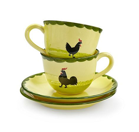 """Handbemalte Frühstückstassen """"Hahn und Henne"""", hergestellt von der Zeller Keramik Manufaktur im Schwarzwald – jetzt bei Servus am Marktplatz kaufen."""