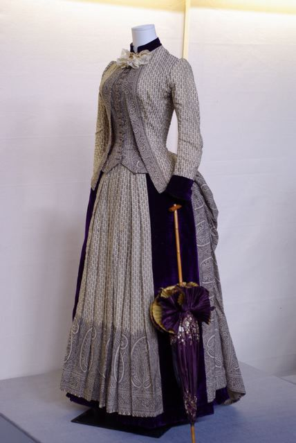 Printed paisley wool dress, ca. 1885, Fashion History Museum