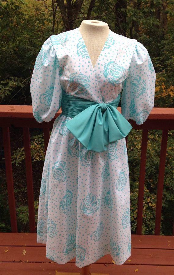 Etsy の 1960 年代ティール ブルーと白い花の王女のガウンサイズ 6 by Purl1VintageToo