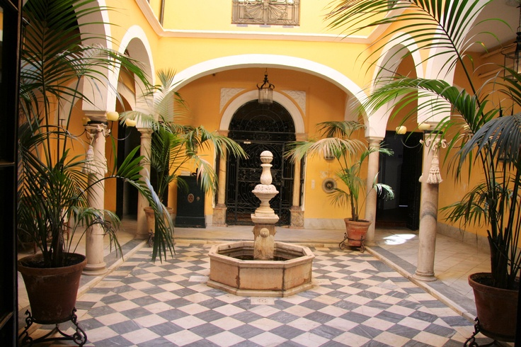 Casa del SXVII con varios patios en el centro histórico de Sevilla.