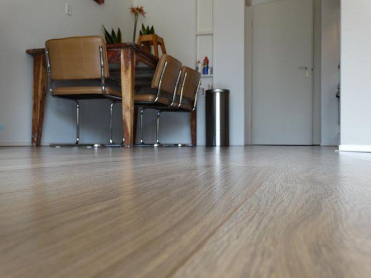 Mooie meubels op een warme vloer. Je voelt je hier zo thuis :)