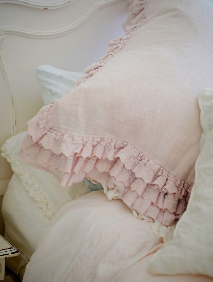 best 25 ruffle pillow ideas on pinterest throw pillow. Black Bedroom Furniture Sets. Home Design Ideas