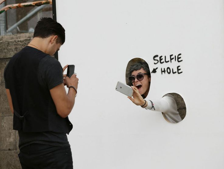 """Un """"trou à selfies""""."""
